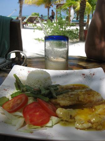 Holbox Hotel Mawimbi : Mawimbi lunch - Grilled grouper fish filet w/ orange sauce