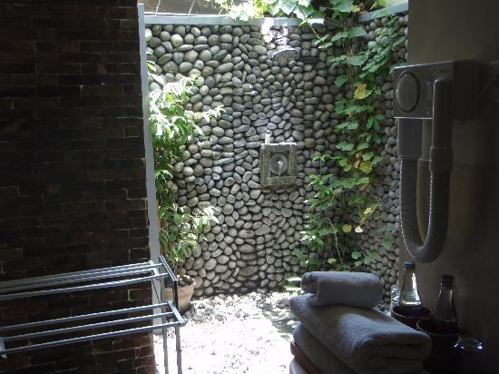 Putu Bali Villa and Spa: Outdoor Shower
