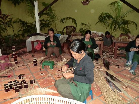 Senteurs d'Angkor: Local ladies working