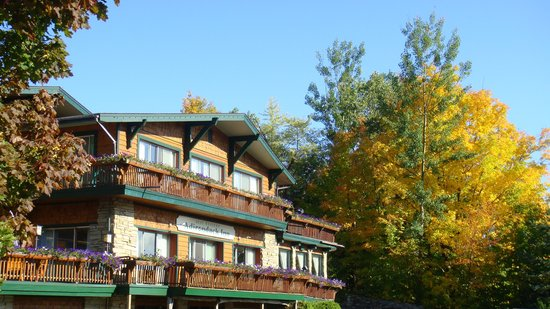 BEST WESTERN Adirondack Inn: Fall Front