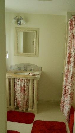 Borden House Newport: Private full bath