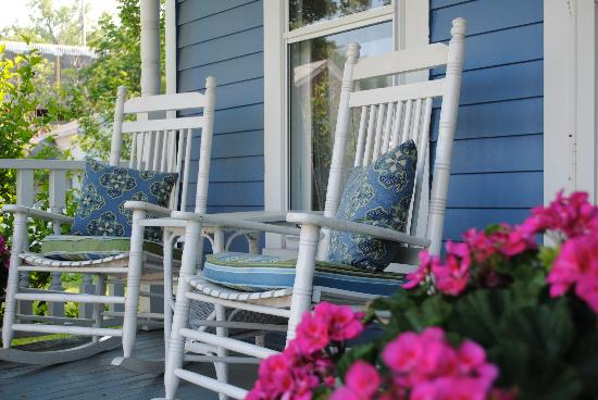 5 Corners Bed & Breakfast: 5 Corners front porch is a great place to enjoy a cup of fresh brewed coffee or a glass of wine.