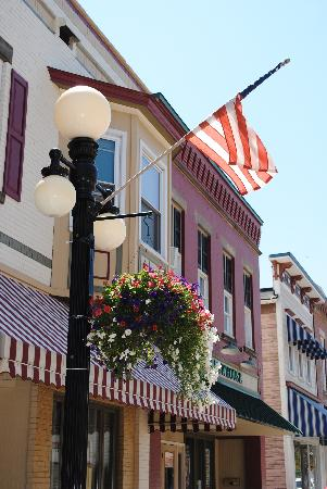 5 Corners Bed & Breakfast: 5 Corners is located in historic downtown Amherst and is just steps away from dining, shops and