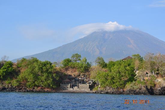 Batu Belah: The view of Mount Agung - behind the Resort