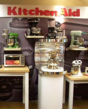 KitchenAid Experience Retail Center: KitchenAid factory foyer