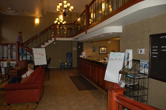 Best Western Plus Baker Street Inn & Convention Centre: Hotel Lobby