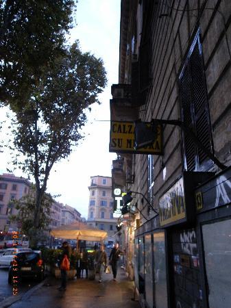 B&B Roma Ottaviano: ottaviano駅にもすぐ