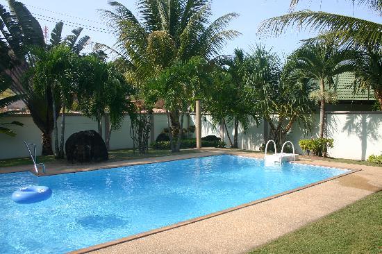 Phuket Lotus Lodge: Pool