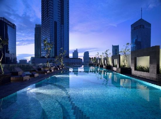 Oakwood Premier Cozmo Jakarta: Outdoor Swimming Pool & Jacuzzi