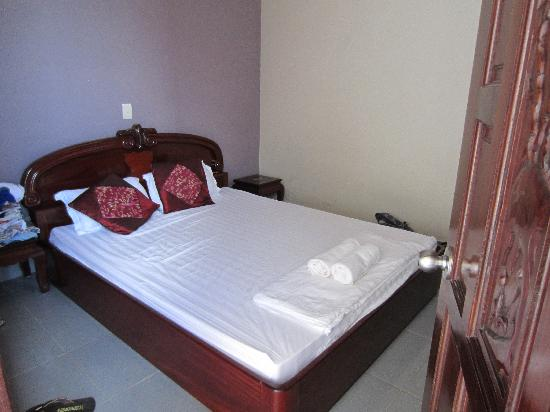 A74 Hotel: queen size bed, comfortable, clean
