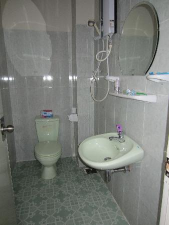 A74 Hotel: shower room