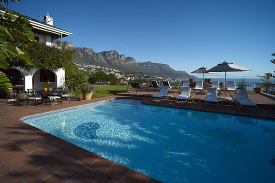 The Bay Atlantic Guest House: Pool area. Overlooking The Twelve Apostles.