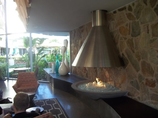 Hotel Valley Ho: The indoor lobby and fireplace
