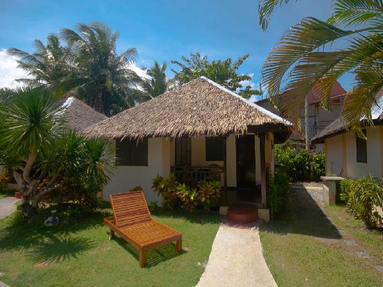Blue Ribbon Dive Resort: One of our newly refurbished Bungalows