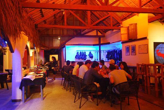 Blue Ribbon Dive Resort: Outside the restaurant