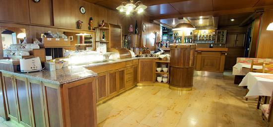 Hotel Reither: Bar and breakfast buffet