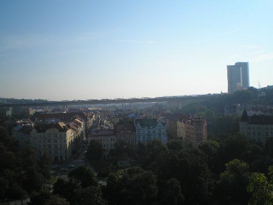 Hotel Union Prague: Вид на отель с ВЫШЕГРАДА