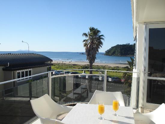 Belle Mer Apartments: Breakfast on the balcony