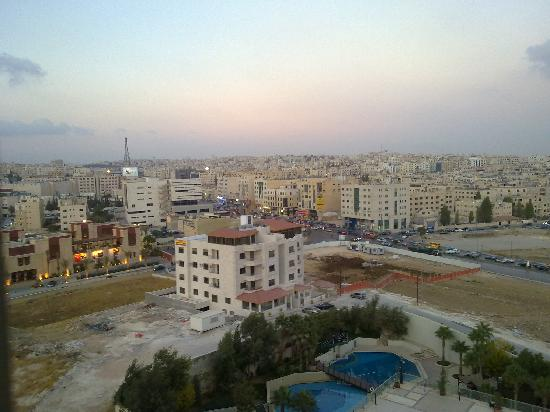Holiday Inn Amman : View from the Hotel Room, overseeing the nearest restaurant