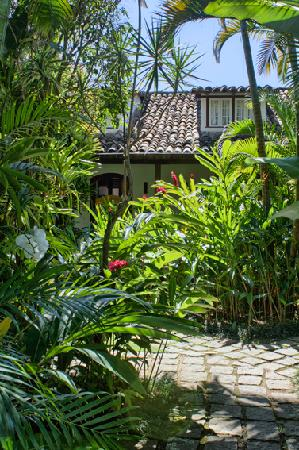 Pousada do Ouro: Tropical garden