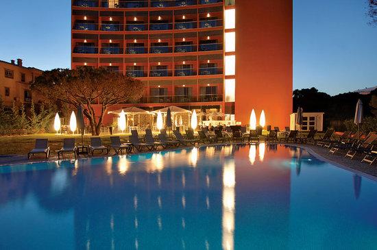 Aqua Pedra dos Bicos Design Beach Hotel: Hotel by dusk