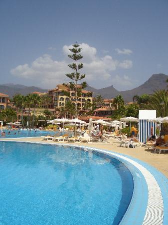 Iberostar Anthelia: Schöne Aussicht vom großen Pool auf das Hotel