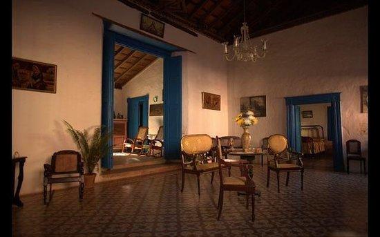Hostal casa colonial el patio b b trinidad cuba voir for Casas coloniales interiores