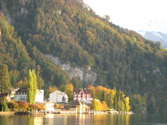 Hotel Vitznauerhof: Boatride view of Vitznau dock, Vitznauerhof (red) at right