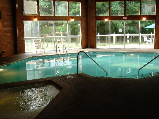 BEST WESTERN Radford Inn: The nice pool