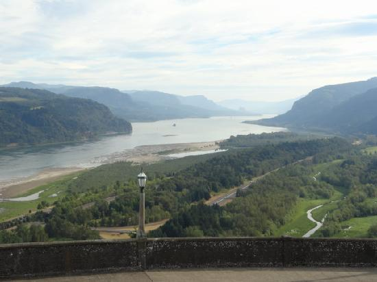 Hood River, OR: Wonderful view that goes on for miles and miles