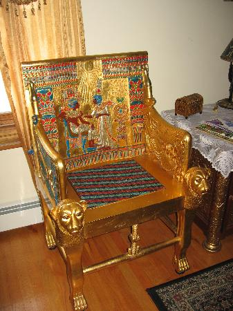 The Lion and the Rose Bed and Breakfast: Egyptian Chair in Room