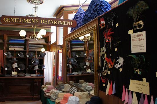 เนินเขาโซเวอร์เรน: The clothes store