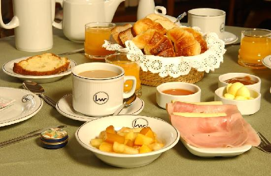Otra vez lunes con cafe-http://media-cdn.tripadvisor.com/media/photo-s/02/2c/40/d3/desayuno-continental.jpg