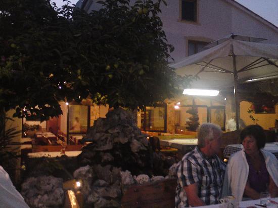 Gostiona Sidro : Restaurant at dusk
