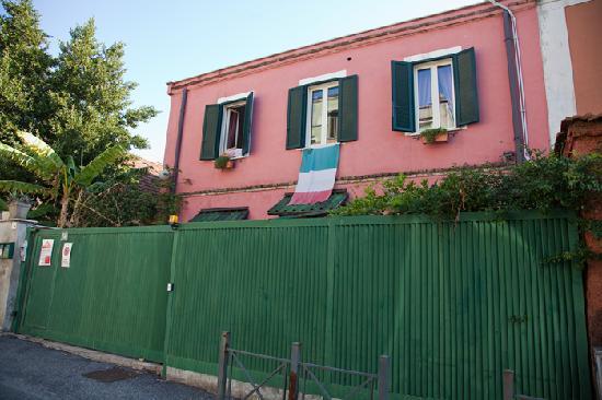 Abbraccia Morfeo: The building