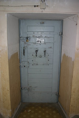Gedenkstaette Berlin-Hohenschoenhausen: Cell door