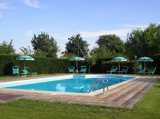 Podere Le Manzinaie: Swimming pool