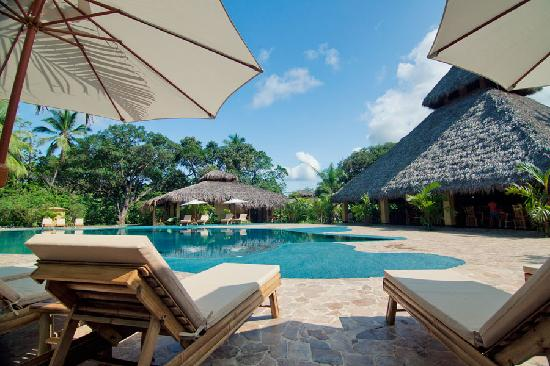 Clandestino Beach Resort: Pool only 20 meters from the beach