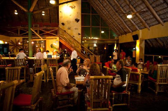 Clandestino Beach Resort: Bar & Restaurant
