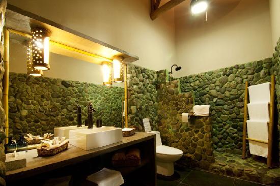 Clandestino Beach Resort  Exotic bathrooms. Exotic bathrooms   Picture of Clandestino Beach Resort  Parrita