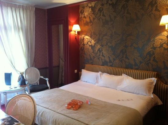 tres belle chambre picture of hotel barriere le grand hotel enghien les bains tripadvisor. Black Bedroom Furniture Sets. Home Design Ideas