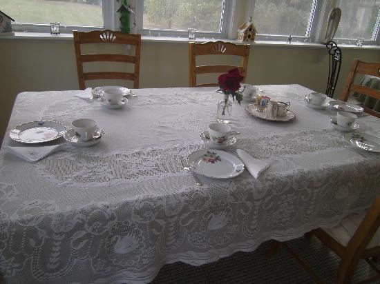 Rhineland, มิสซูรี่: Table set for high tea