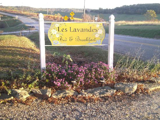 Les Lavandes Bed and Breakfast: Welcome sign