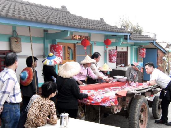 Wumilehelanjing Yongqyuan: 無米樂荷蘭井湧泉民宿~享用農村割稻飯