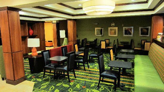 Fairfield Inn & Suites Twentynine Palms-Joshua Tree National Park: Attractive breakfast room