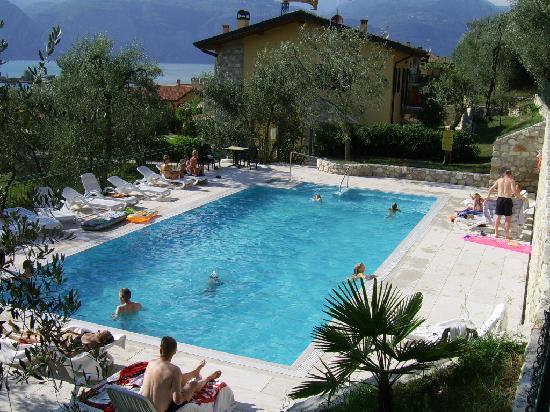 Appartamenti elisabeth brenzone italien omd men och - Piscina g conti verona ...