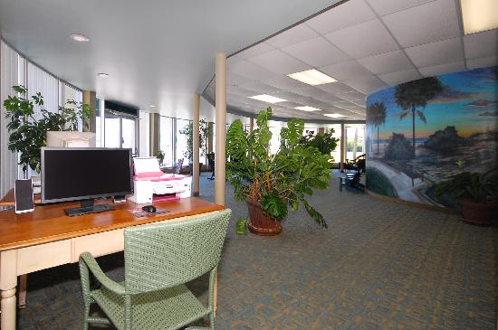 Days Inn & Suites Jekyll Island: Lobby / Computer area