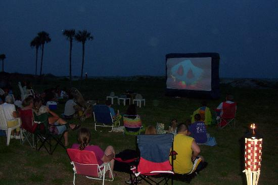 Days Inn & Suites Jekyll Island: July 4th Movie Night - 2011
