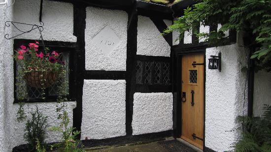 Finney Green Cottage: Finney Green entrance