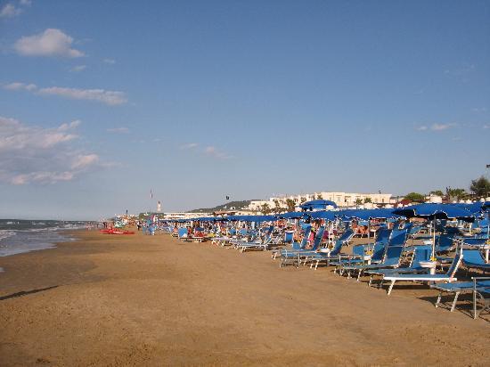 Blue Marine Village: Spiaggia